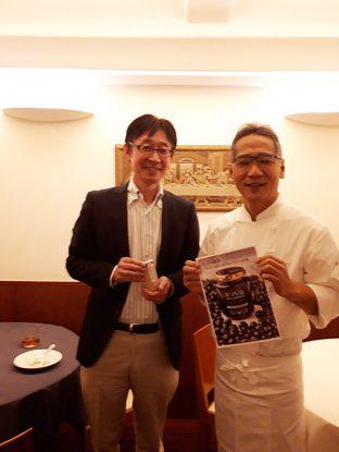 右がオーナーシェフの鈴木シェフ、一緒に写真をとっていただきました。